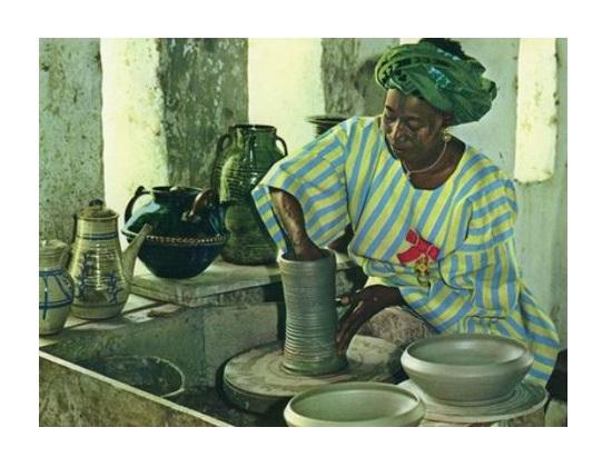 Ladi Kwalli pottery